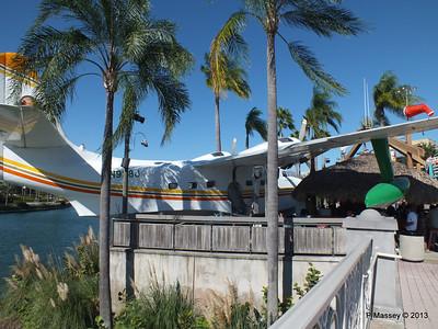 N928J Seaplane Margaritaville Universal CityWalk 26-09-2013 21-35-43