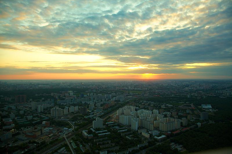Монорельсовая дорога (внизу слева), в сторону Тимирязевской