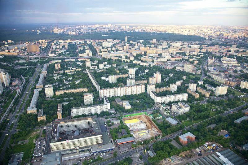 ул. Академика Королева (слева вертикально)<br /> Новомосковская ул. (снизу)