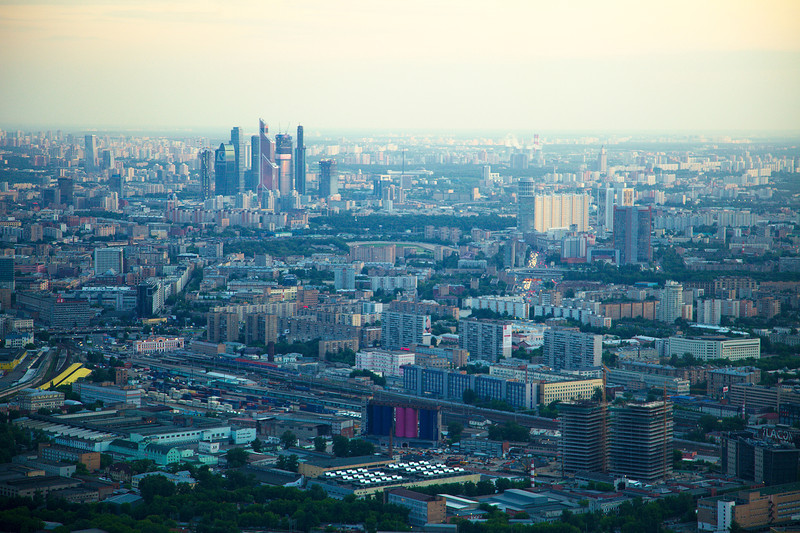 Москва-Сити (высотки вдали)<br /> Савеловский вокзал (слева посередине)