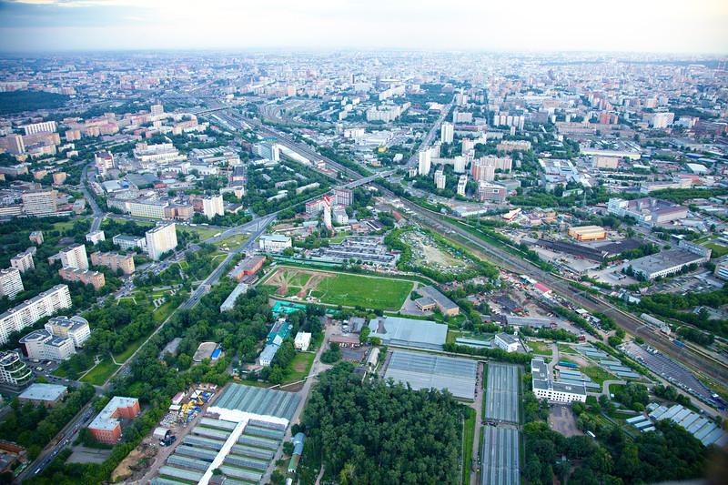 Новомосковская ул., переходящая в Шереметьевскую.