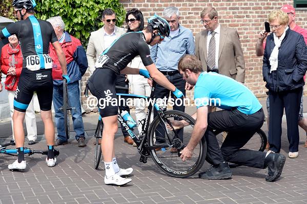 Ben Swift is in need of an urgent wheel-change after the Tanner-Zubeldia crash...