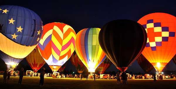 Hot air balloon glows should be on the top of everyones bucket lists!!!