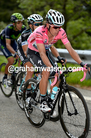 Uran doesn't look too troubled by the move, but he doesn't look too strong either...
