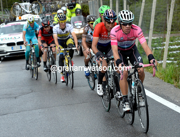 Uran tries to chase but he's heart doen't seem to be in it...