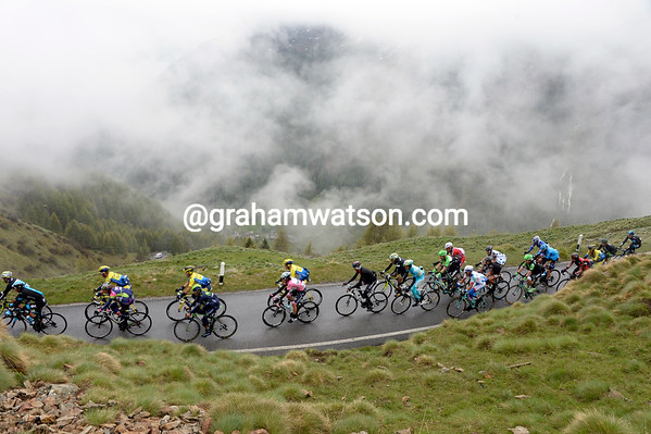 The peloton is soon in pieces, with Rigoberto Uran at the heart of the favourites group...