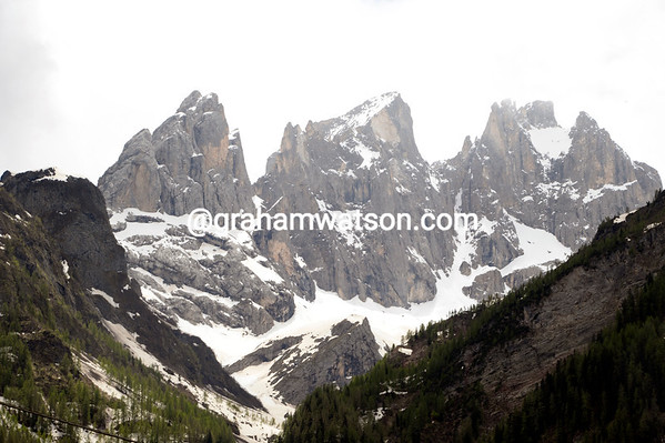 The spectacular Dolomites welcome the Giro d'Italia..!