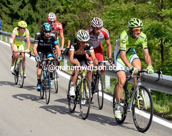 Ivan Basso is leading the other escapers, his chances of taking this stage have dwindled...