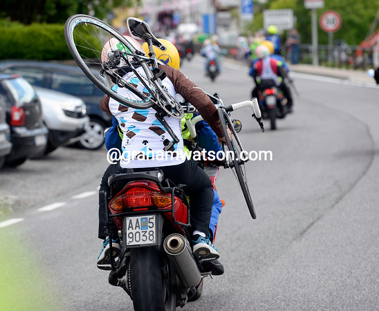 An Ag2r mechanic prepares for the Monte Zoncolan on some unfamiliar transport...
