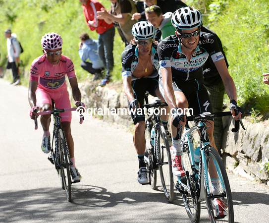 Right on cue, Pieter Serry drops back from the escape to try to pull Uran away from Quintana...