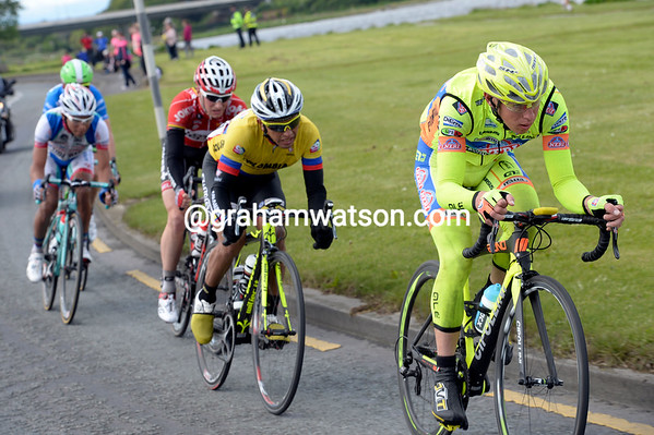 Georgio Cecchinel is pulling the escape towards Dublin, but the peloton is almost onto them...