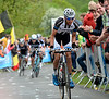 Warren Barguil makes an effort on La Redoute in pursuit of the escape - the race is hotting up..!
