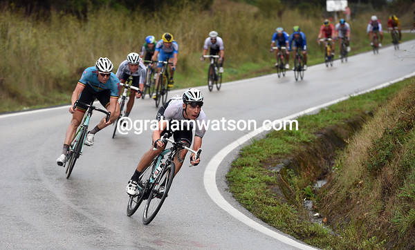 Tony Martin has joined the Kennaugh group on the descent, and appears to be attacking..!