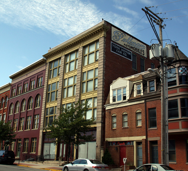 In the early 1900s Pullman Automobiles were built in this building,now apartments....