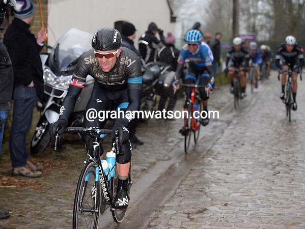 Ian Stannard chases Vanmarcke...