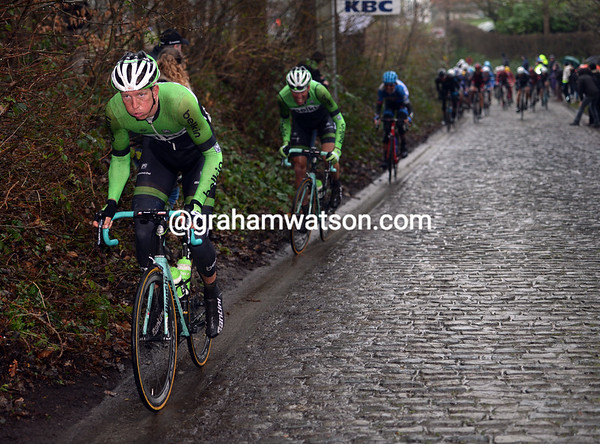 Sep Vanmarcke attacks from the peloton on the Taaienberg...