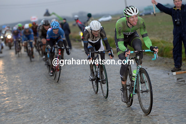 Vanmarcke is the only ones chasing now..