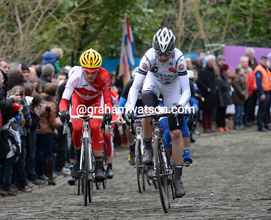Labories leads the escape on to the Muur at Geraardsbergen...