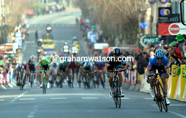 Slagter jumps away from Thomas as the peloton closes in on them...