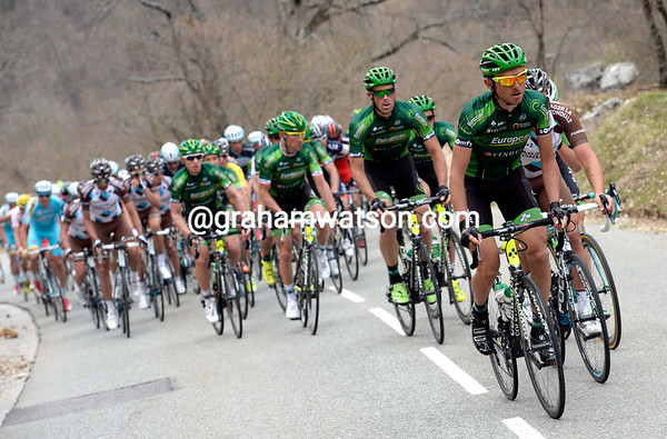 Europcar take over the work on the last real climb of the day, the gap is down to two minutes too...