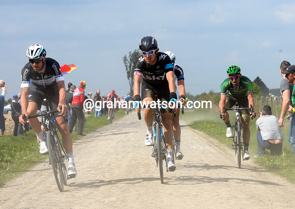 Tom Boonen and Geraint Thomas lead this new escape across the cobbles at Bersee...