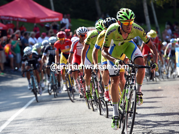 Alessandro De Marchi leads the race up the final climb, anyone could win this stage..!