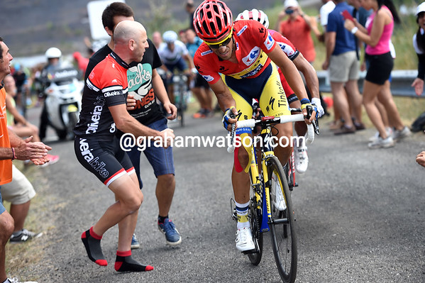 Contador starts to struggle on the gradient, just as Rodriguez comes back to him...