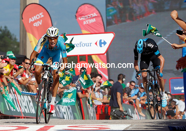 Aru looks to have distanced Froome in the sprint...