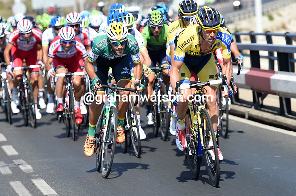 Tinkoff and Caja Rural lead the peloton over the sea-bridge to Cadiz, it's going to be a big sprint-finish today...