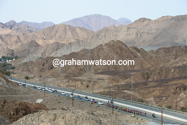 The Dubai Tour peloton is climbing through terrain more similar to Oman now...