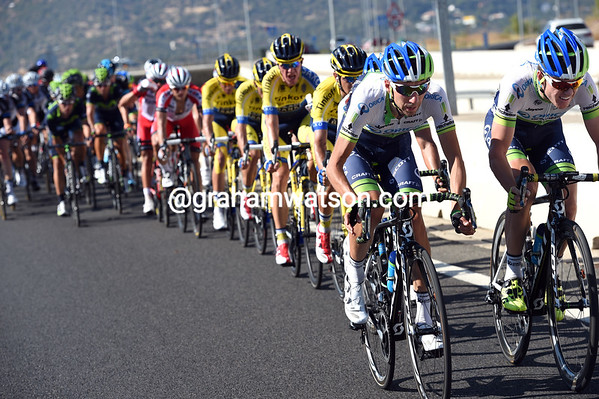 Green Edge is forced to chase Yates, because they don't want Valverde making any gains today..!