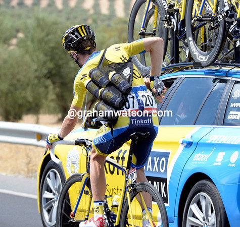 Chris-Anker Sorensen bears the sole responibility of delivering some much-need bottles to his teamates on such a tough stage..!