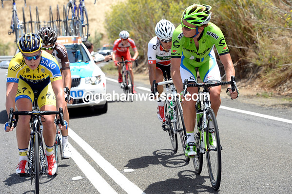 Michael Andersen and Cameron Wurf have got an escape away after the sprint, but there's not too much cohesion...