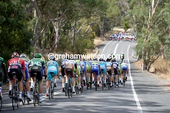 The peloton has split under the pressure of an impending sprint at Echunda, won by Simon Gerrans...