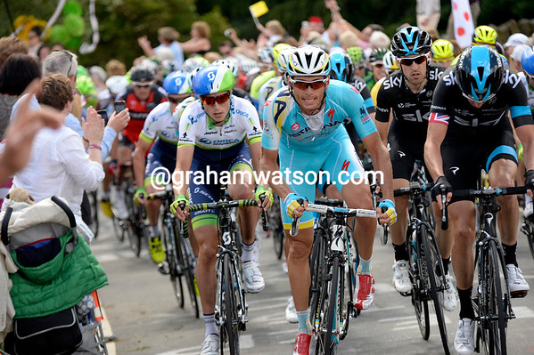 Green Edge, Astana and Sky race like crazy up the Cote de Bradfield - about 30 men are in this group...