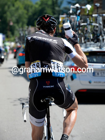 It's almost last orders for Jens Voigt, loading up with bottles in his last Tour...