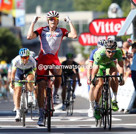 Alexander Kristoff wins stage twelve into St Etienne..!