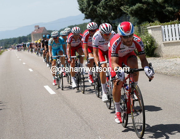 There's not an iphone in sight as Luca Paolini chases for Katusha and for Joaquin Rodriguez...