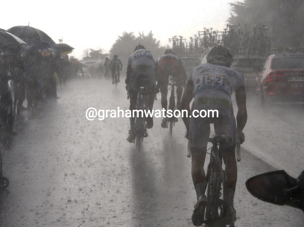 The heavens have opened and the rain is now pounding down on the cyclists...