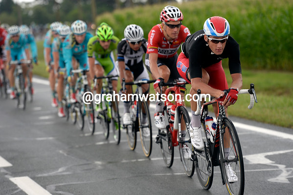 Katusha starts to chase with Smukulis on the front - surely the escape has no chance now..?