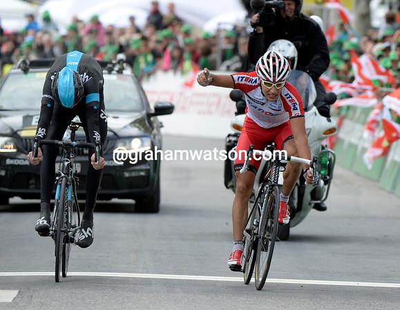 Simon Spilak beats Chris Froome to win stage three into Aigle...