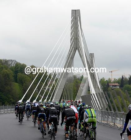 The peloton sets off across the brand-new Pont de la Poya in Fribourg...
