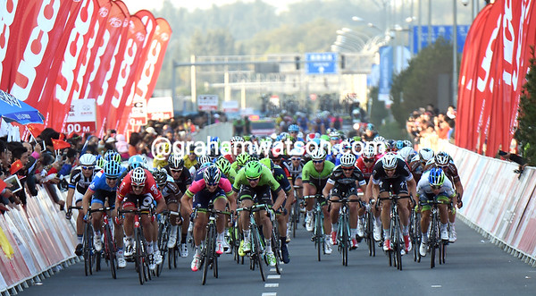 The sprint is on, after Mangel was only caught in the last kilometre..!