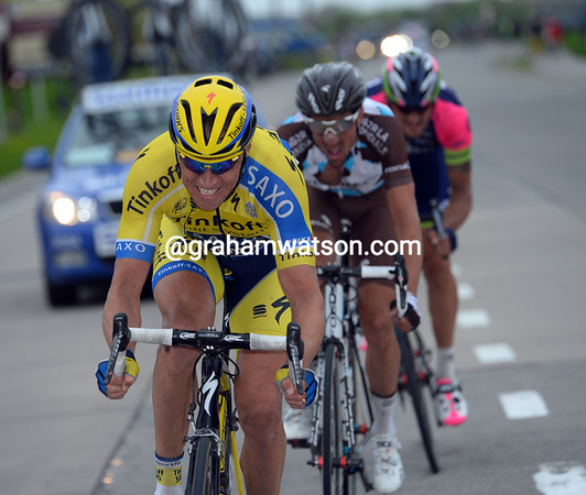 Niki Sorensen is leading another chase with Minard and Pozzato...