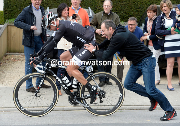 Yaroslav Popovych hasn't crashed - but he needs a wheel-change...