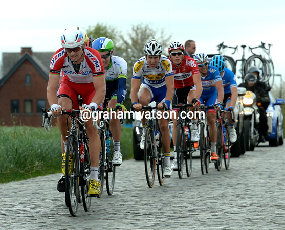 The escapes crosses the cobbles of Kerkgate, led by Katusha's Chernetski...