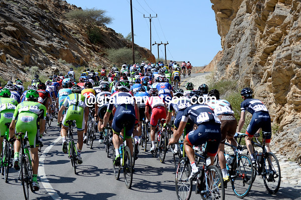 The early hills are playing havoc with the peloton's last, relaxing day...