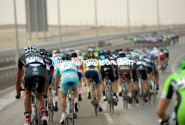 The ensuing chase splits the peloton into pieces...