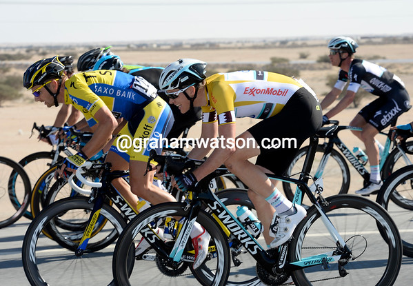 Terpstra is flying through the strung-out peloton, but it's hurting him..!