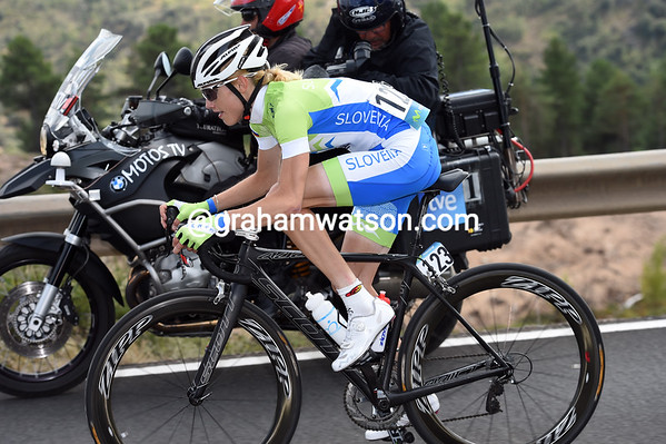 Spela Kern is the second rider to attack today..!